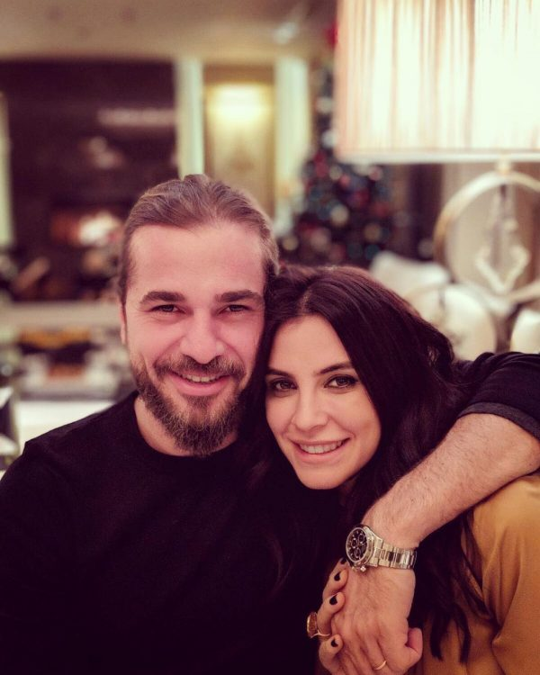 Turkish Star and Pakistan's Favorite Ertugrul Ghazi with his Family - Awesome Pictures