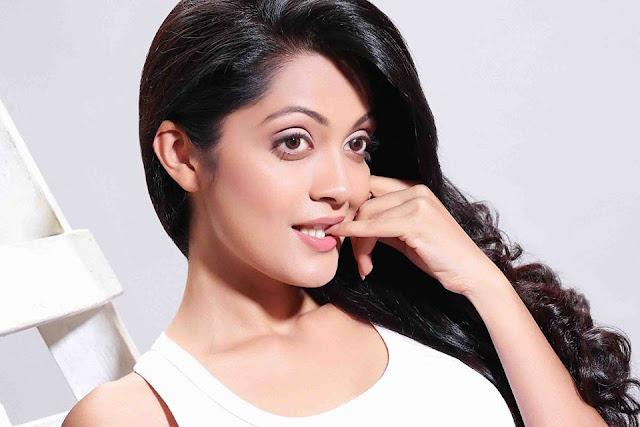 Sheena Chohan Sexy