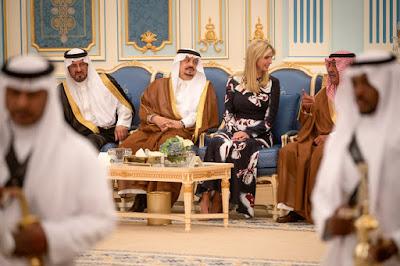 مكان غير عادي لعائلة الرئيس في رحلة خارجية