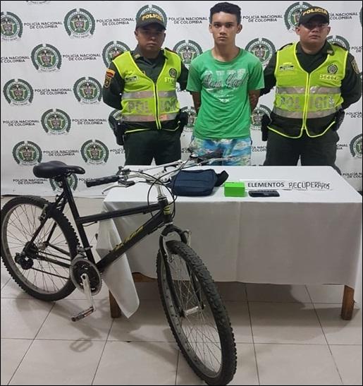 Lo pillaron luego de apoderarse de un bolso, una bicicleta y un celular en atraco