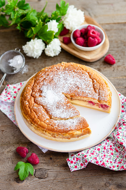 Gâteau magique aux framboises et amaretti