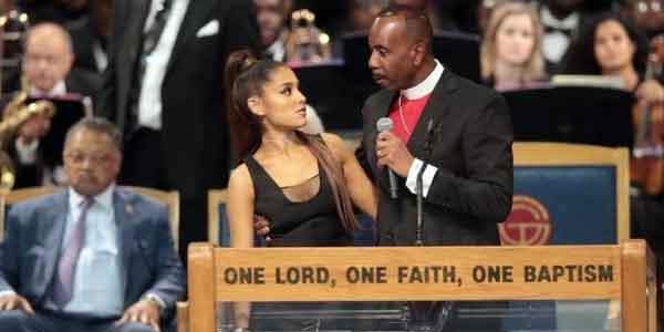 Pendeta Meraba Penyanyi Ariana Grande