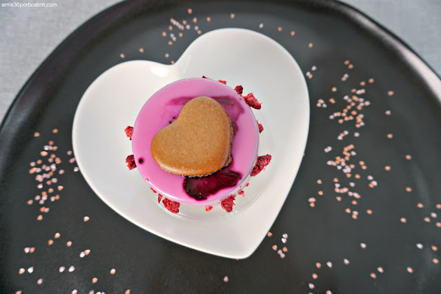 Chocolate Raspberry Mousse Cake de Rocqmacarons para San Valentín