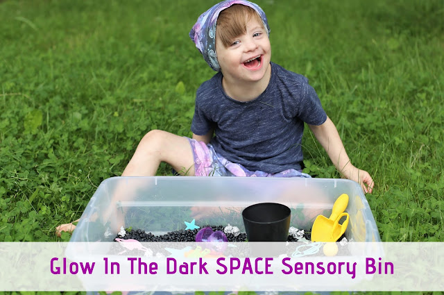 Glow in the Dark SPACE Sensory Bin #sensoryplay #sensorybin #space #kidsactivities