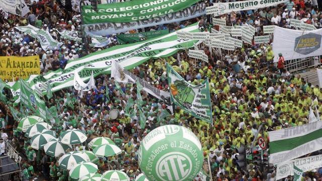 Argentinos protestas contra Macri en distintas ciudades