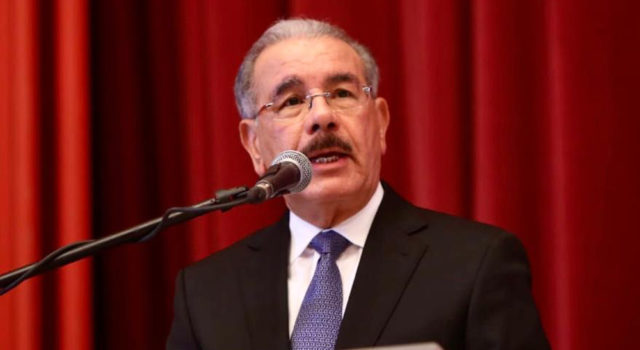 Danilo dice que enfrenta pobreza y la desigualdad