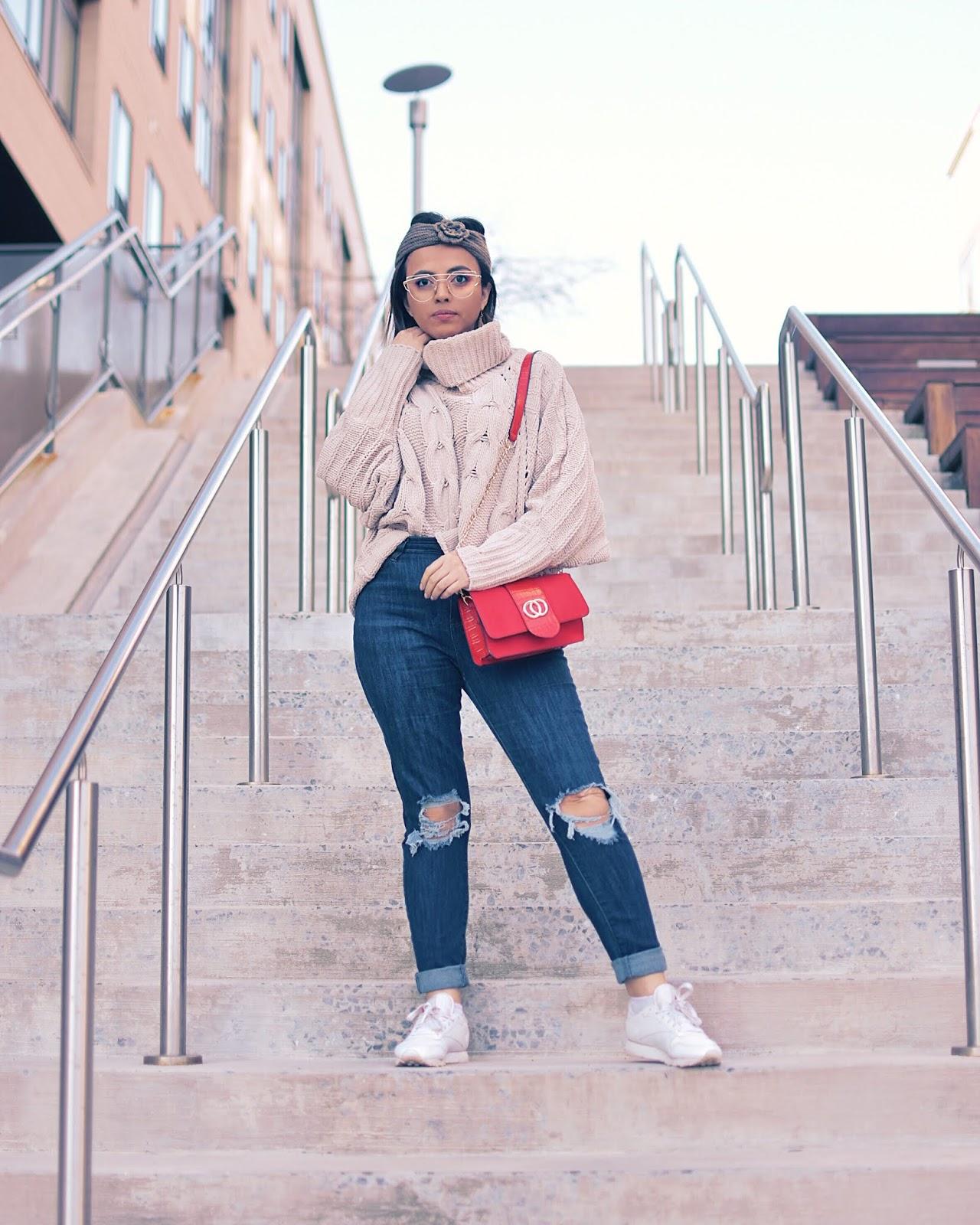 Un Look Básico Con Un Toque Rojo  by Mari Estilo-dcblogger-sheingals-looks con jeans-cable knit sweater-red bag-streetstyle-