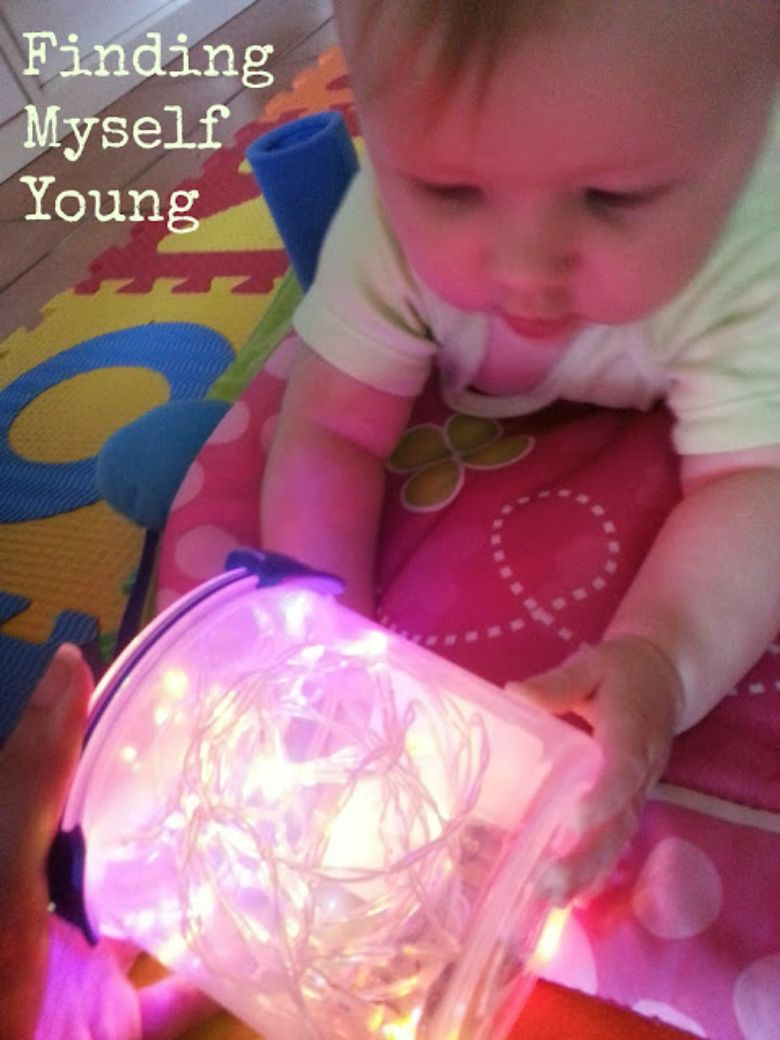activities for babies - Christmas light sensory bottle
