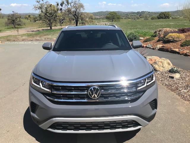 Front view of 2020 Volkswagen Atlas Cross Sport 2.0T SEL