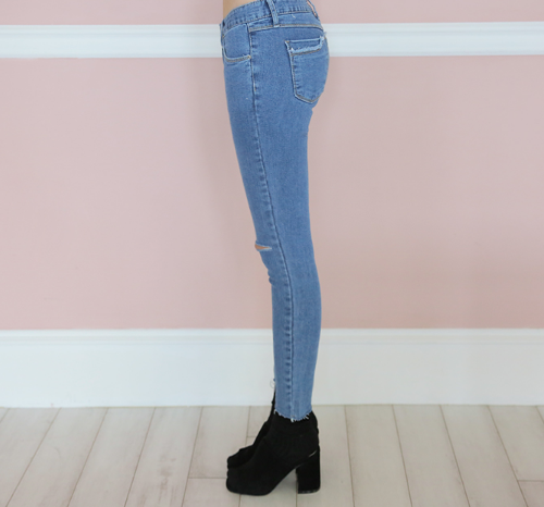 Slit Knee Accent Frayed Hem Jeans