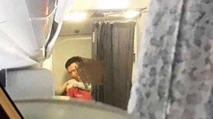 Πτήση τρόμου για αεροσυνοδό - Την κρατούσε όμηρο ένας επιβάτης