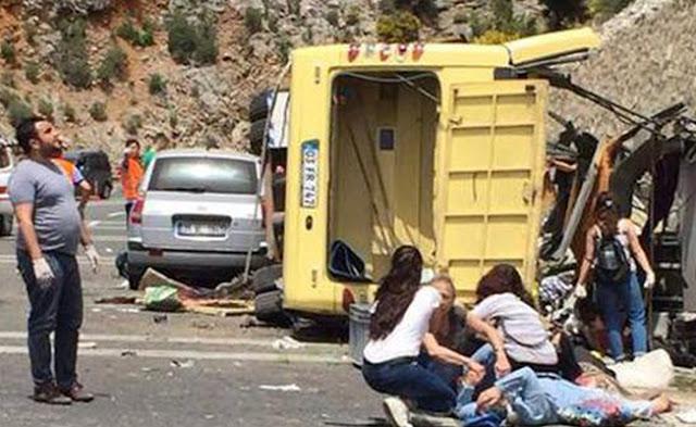 Στους 23 οι νεκροί από την ανατροπή λεωφορείου στην Τουρκία