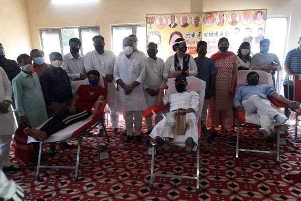 faridabad-mp-minister-krishanpal-gurjar-appeal-vaccination