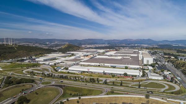 fábrica da Fiat, inaugurada em 9 de julho de 1976