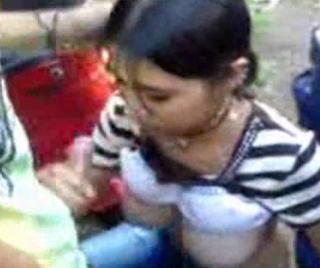 Escandalo..Una Adolescente le Hace 5 jovenes Sexo Oral en un Campamento
