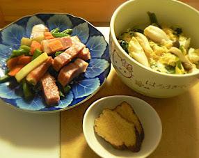 番外編 昼飯 冷凍ホウレンソウとシメジで玉子丼定食 旨いよ
