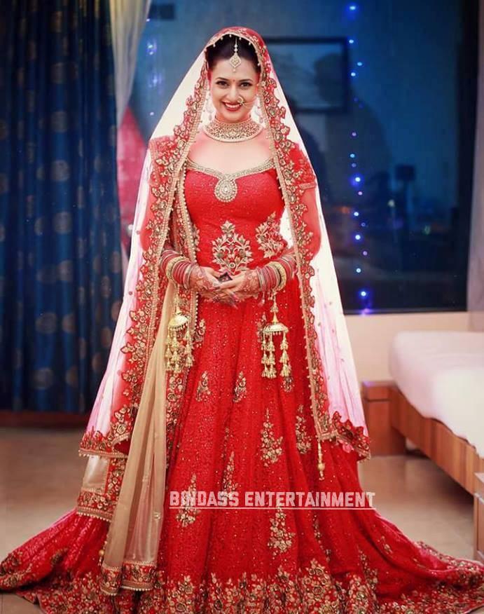Divyanka Tripathi Wedding Dress 6