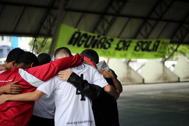 Projeto Águias da Bola ajuda crianças e adolescentes carentes a mudar de vida