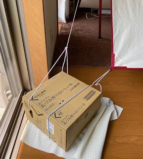 外出自粛で家キャンプ ペグダウンの代わりに水のペットボトル箱を使う
