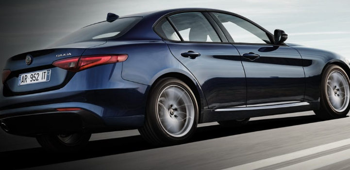 Optional di serie Alfa Romeo Giulia versione Business