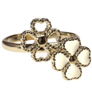 to buy or not to buy... the Chloe clover ring