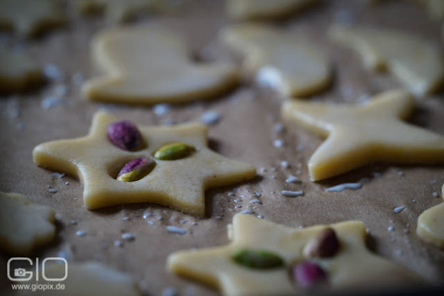 Star biscuit with pistachio