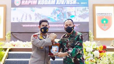 Sinergitas TNI-Polri Dalam Penanganam Pandemi Covid 19 , Kapolda Sulsel Berikan pembekalan kepada peserta Rapim Kodam XIV/Hsn. T.A 2021