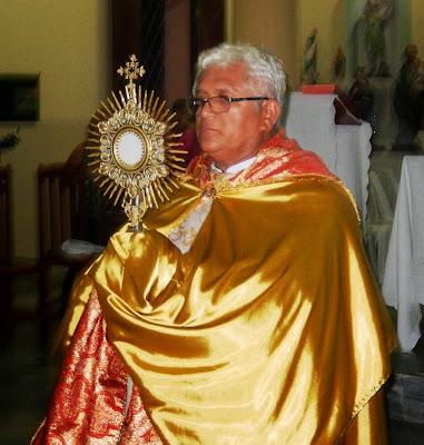 Resultado de imagem para imagens de padre ramos celebrando a missa em sao paulo do potengi