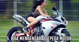 Bisa Mengendarai Sepeda Motor akan membuat wanita lebih Menarik di Mata Pria