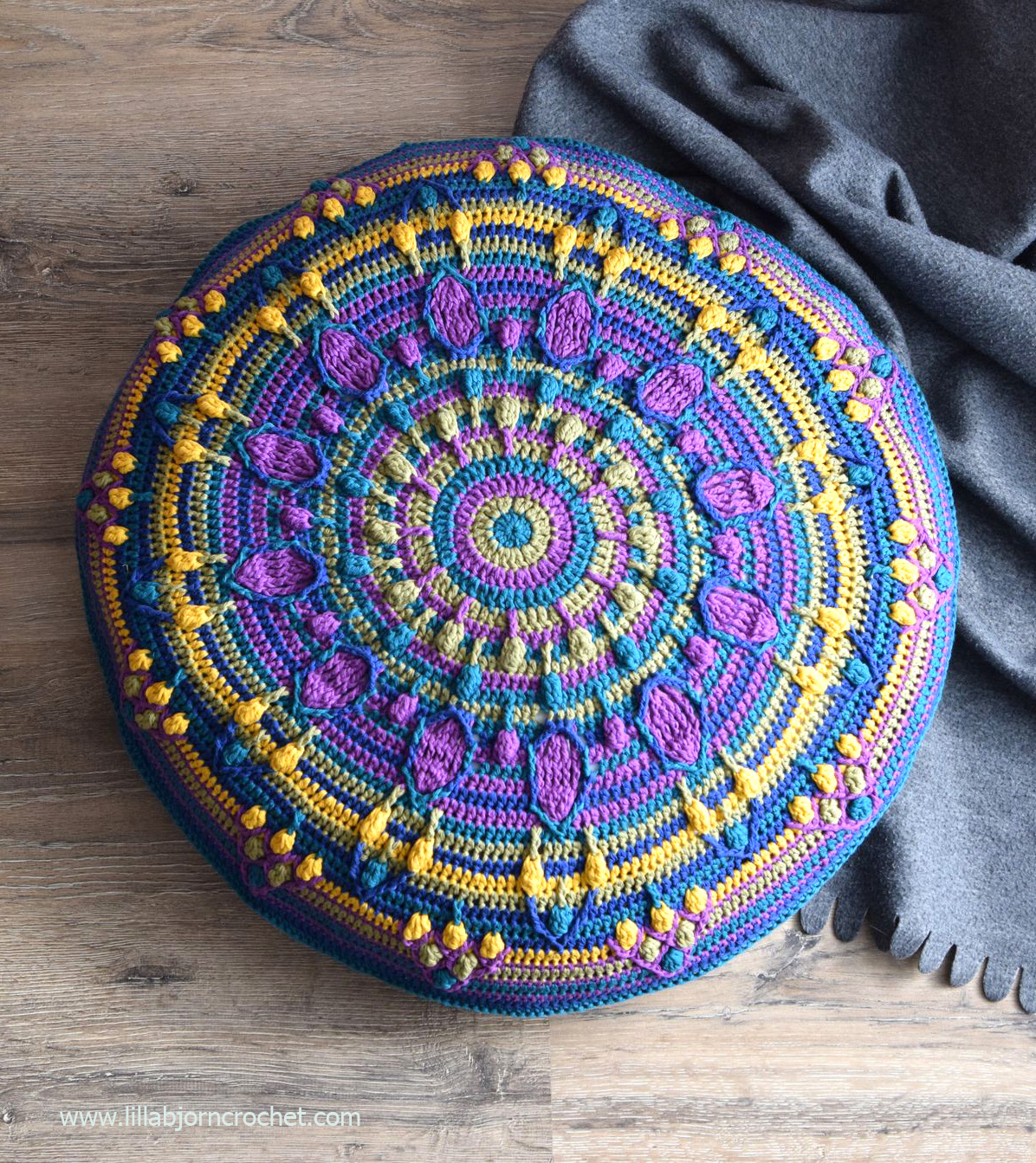 Peacock Tail Mandala Pillow Free Crochet Pattern Lillabjörns