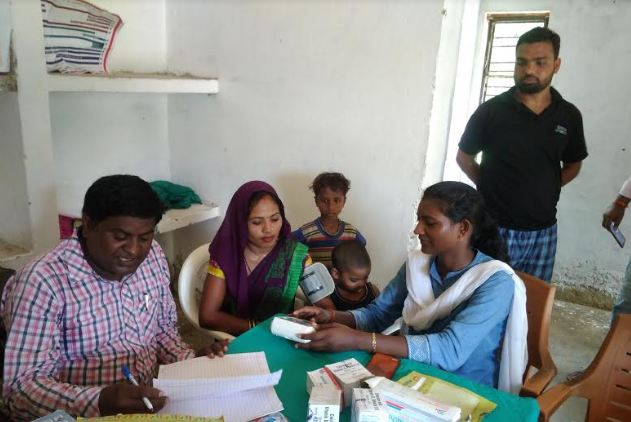 हमारी खबर का असर: उपचार शुरू, स्वास्थ्य कर्मी मुस्तैद - newsonfloor.com