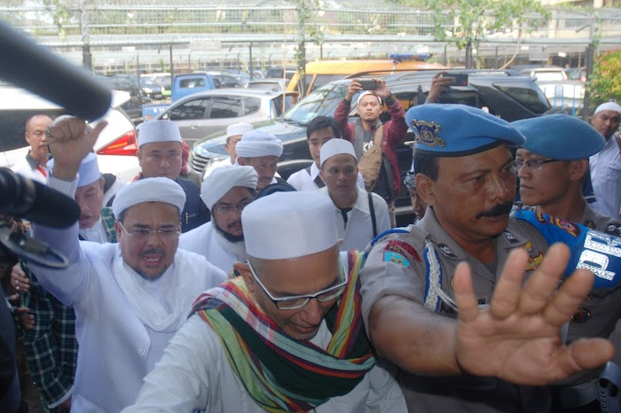 Front Pembela Islam Tidak Islami?