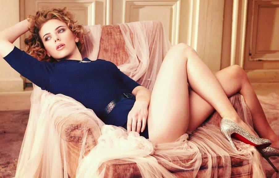 Scarlett Johansson sexy cleavage photos
