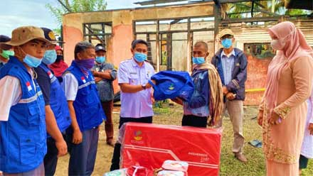 Ketua GOW Kabupaten Solok Bantu Warga Korban Kebakaran di Lembang Jaya