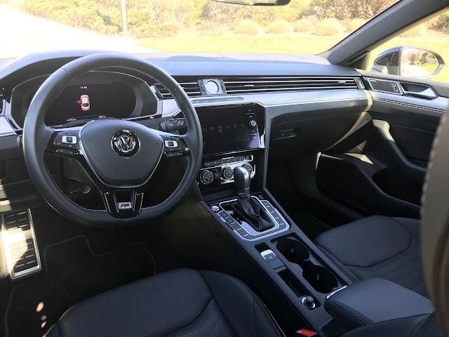 Instrument panel in 2019 Volkswagen Arteon 2.0T SEL Premium R-Line w/4MOTION