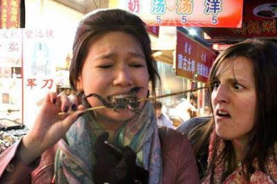 Lustige Bilder zum lachen Frauen beim essen