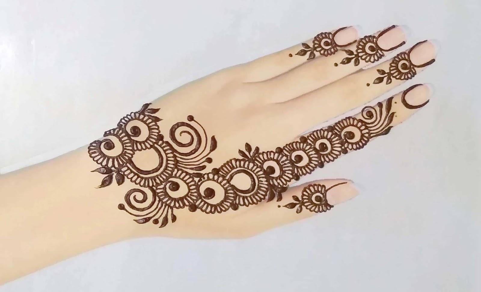 Long Henna Tattoo Design:-