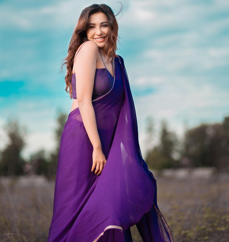 Actress Parvati Nair Latest Photos in Blue Saree
