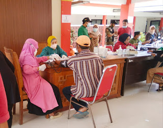 Tindak Lanjuti Perintah Bupati, Kecamatan Jombang Lakukan Vaksinasi Secara Kontinyu
