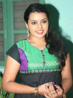 Divya Nagesh Family Husband Parents children's Marriage Photos