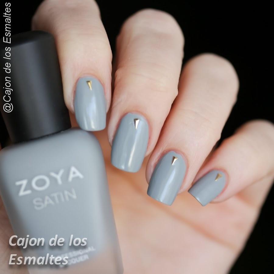 Uñas minimalistas en gris