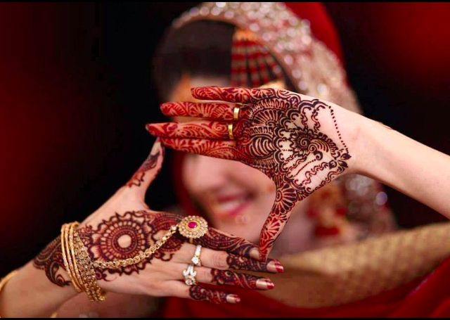 शादी में दूल्हा-दुल्हन दोनों को मेहंदी क्यों लगायी जाती है, mehandi designs, why mehand for bride and groom,
