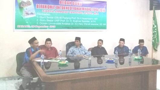 Dua Guru Besar PTN di Padang Bedah Buku Berkhidmat Untuk NU di Ranah Minang
