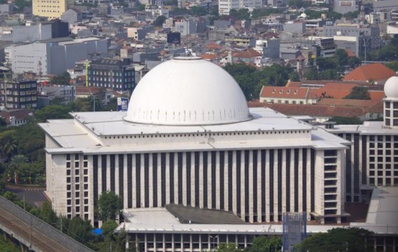 Masjid Istiqlal di tengah Kota Jakarta