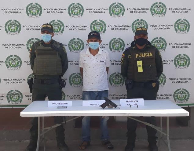 https://www.notasrosas.com/Policía Guajira captura hombre en la vía Paraguachón - Maicao, por porte ilegal de arma de fuego