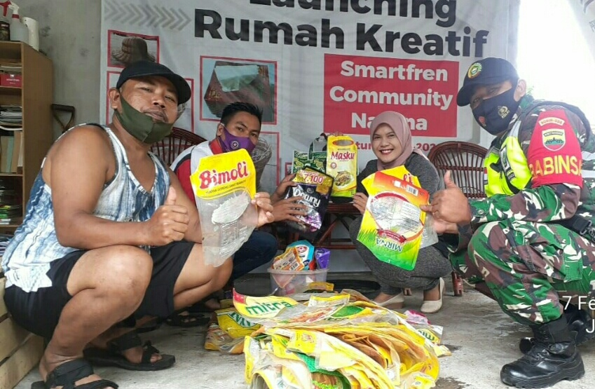 Babinsa Kelurahan Ranai Kota Melaksanakan Komsos Dengan Warga Penggiat Sampah Non Organik
