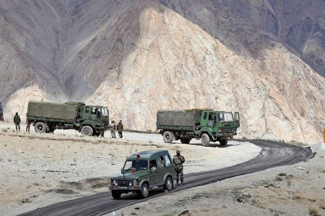 भारत, चीन सीमा पर भड़के हुए हैं