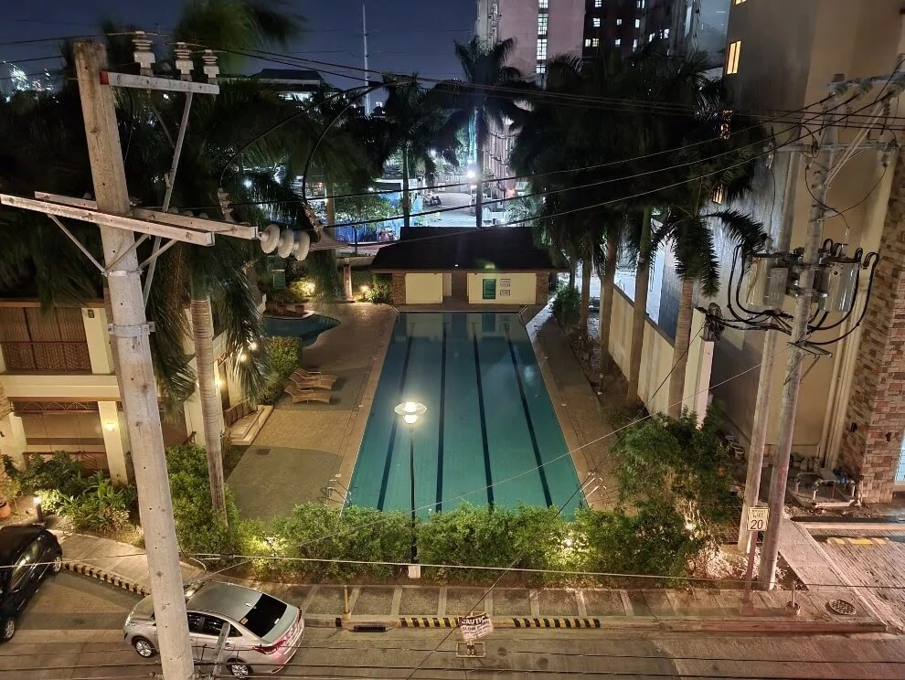 Samsung Galaxy S21+ Camera Sample - Pool, Night, Night Mode