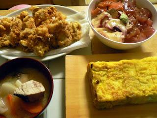 今日の夕食 刺身漬丼 ホタテフライ 玉子焼き ぶり汁