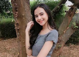 Cathy Fakandi Senyum